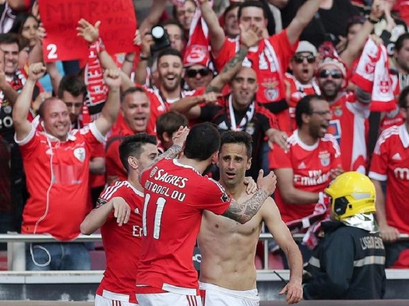 Benfica thrash Nacional to win third straight championship