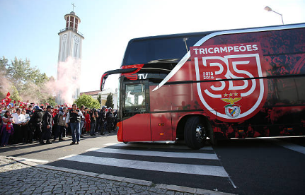 Two Benfica players injured after team bus stoned